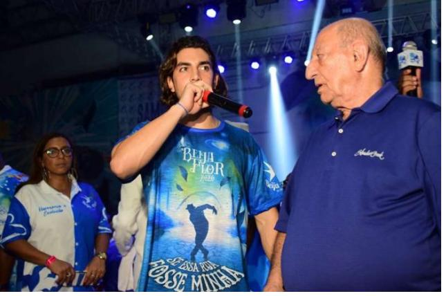 Gabriel David festeja parceria com Alexandre Louzada na Beija-Flor!